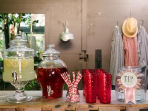 Orignal-Western-BBQ-Wedding-Shower_lemonade-stand_4x3_lg