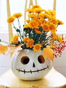 7-quick-inexpensive-halloween-decorations-Jack-Lantern-Flower-Vase