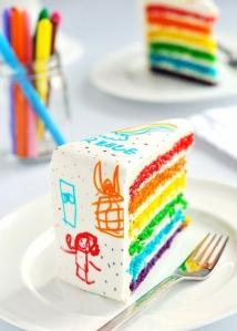 bolo cor e branco a casa cheia