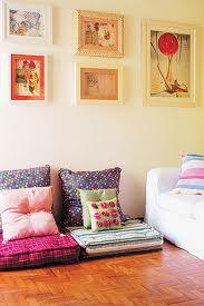 almofadas no chão - a-casa-cheia