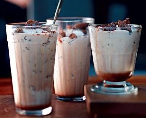 milk-shake-com-crocante-acasacheia