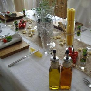 party-table-decoration-italian-theme-noodles-edible-herbs-6